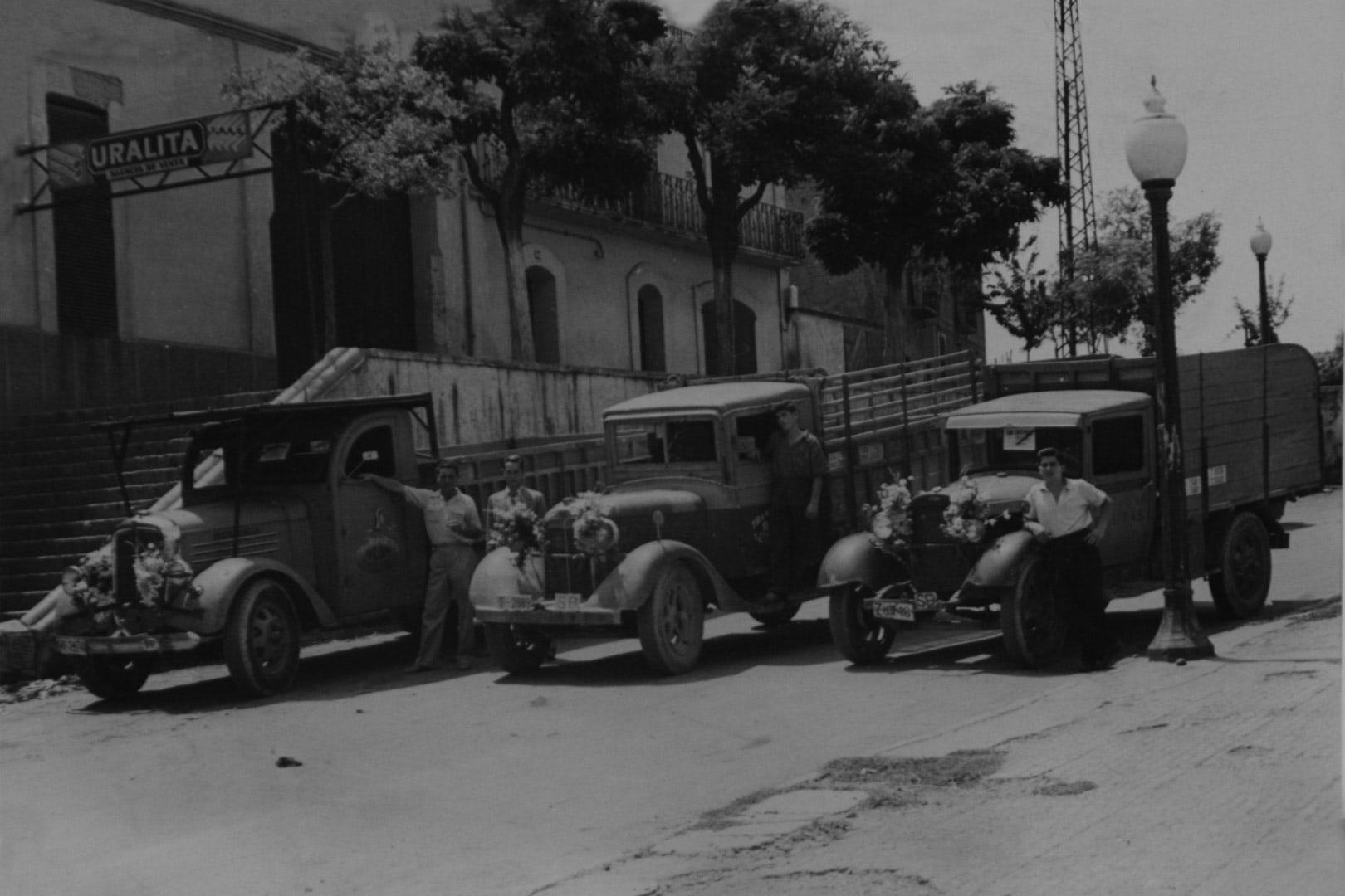 Los primeros camiones de la compañía Agón Transportes